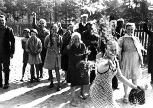 Lithuanians greeting the German invasion force